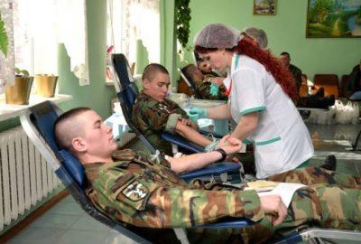 soldati moldavi donano il sangue